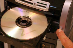 Вставить диск в компьютер